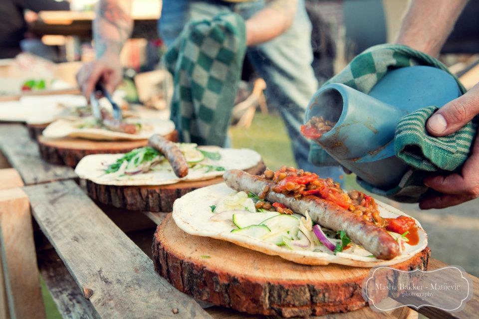 Op dit deel van de site kunt u uw recepten met de Barbecue Pot delen met andere gebruikers van de barbeceu pot. Hierbij bent u uitgenodigd om uw recepturen te delen en natuurlijk die van anderen te gebruiken! fotografie Masha Matijvic